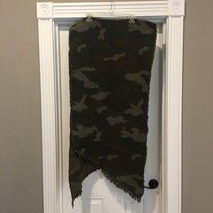 AE camo blanket scarf